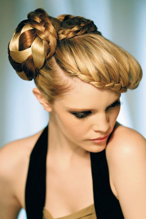 Golden blonde hairstyle with copper strands