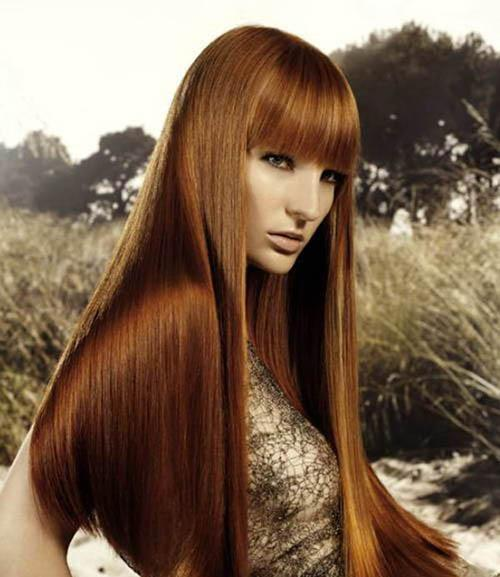 Long straight hairstyle with bangs and chestnut highlights